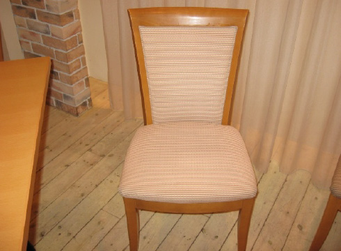 布張りの椅子 施工後